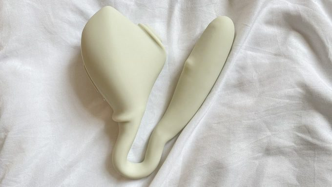 Photograph Of Osé 2 Bent In U-Shape Against White Sheets